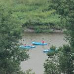 vodáci zdraví suchozemce na vyhlídce