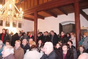 Diváci v narvané kapli