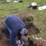 Pan Macák opravuje kabel