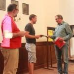 Prof Janský převzal jako poděkování Almanach Kostelíka